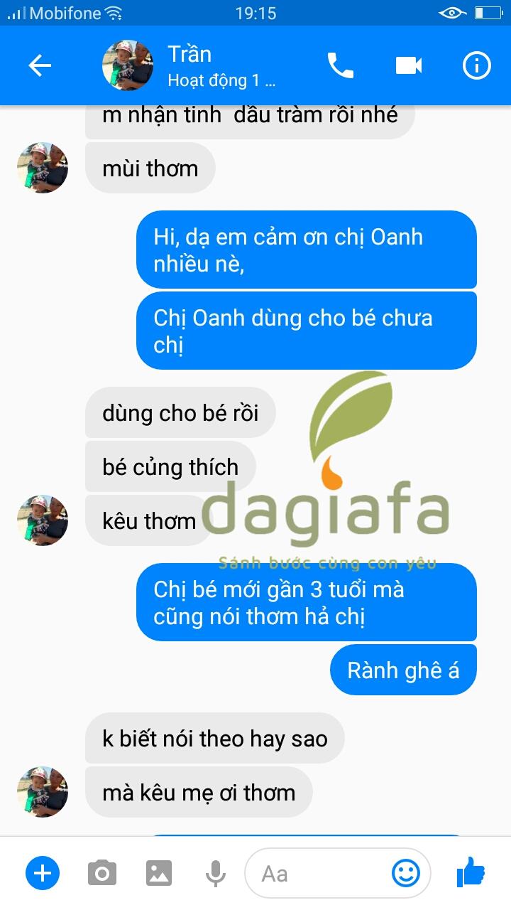Em bé nhà chị Oanh rất thích mùi thơm của dầu tràm Dagiafa
